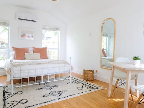Adorable guesthouse w/free parking near Hyde Park