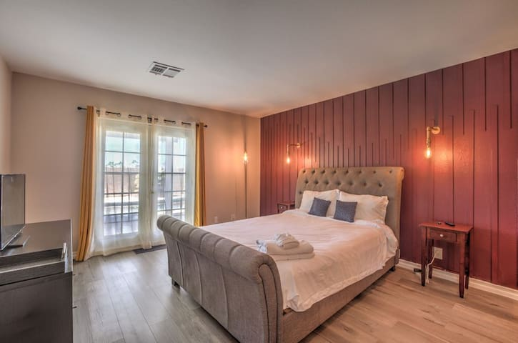 The master bedroom will not disappoint. Our luxurious mattress is so comfortable that you will be in dreamland before you know it. When you wake up, you will have immediate access to the pool area outside.