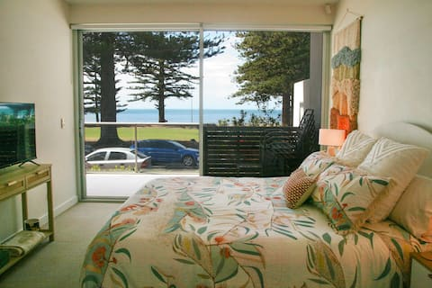 Oceanfront Apartment Central Victor Harbor