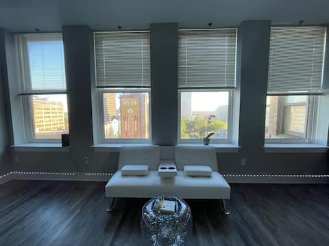 Lovely One Bedroom High-rise In Downtown Memphis