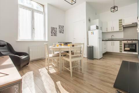 Appartement Moderne, Propre, WIFI, siège massant !