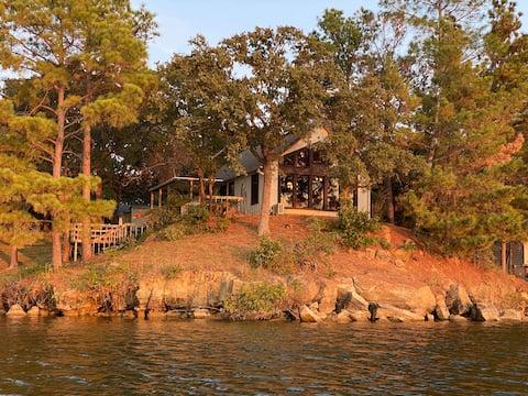 Hidden Rustic Cabin on Lake - Dock, Fish, Swim, FP