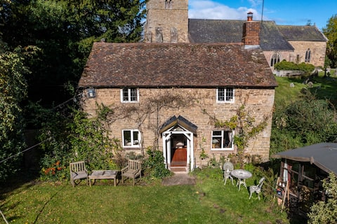 Charming Cottage, tucked away in South Shropshire