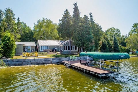 Scenic Lakefront Cottage in The Kawarthas