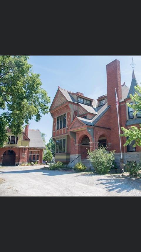 Charming 1 Bedroom Rental on  Historic Dayton Lane