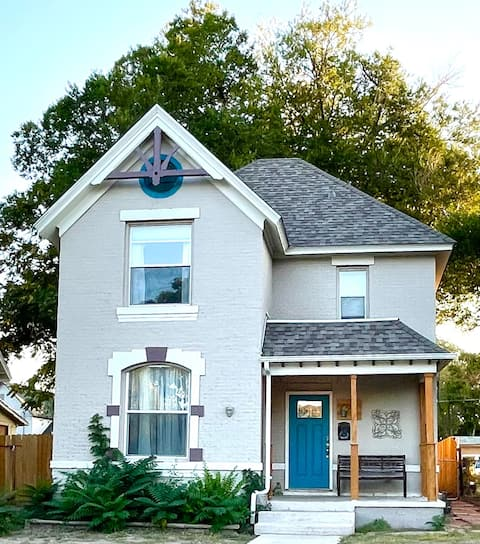 Charming Victorian close to downtown & hospitals