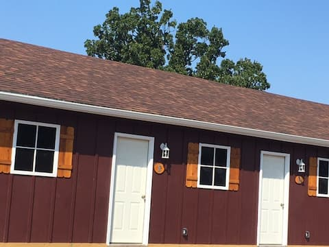Groveport Resort/Lakefront Cabin B/Newly Remodeled