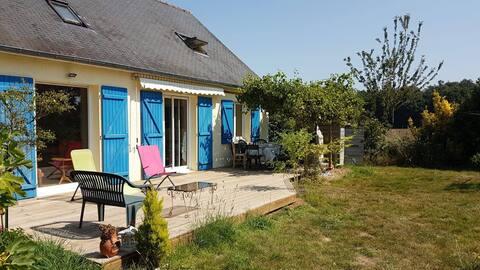 Casa de campo verde en Broceliande