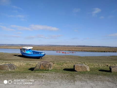Spacious 3 bedroom cottage, all with estuary views
