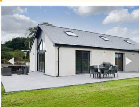 Family and dog  friendly stunning barn conversion.