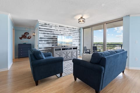 Ocean views for miles! Immaculate 2 br condo!