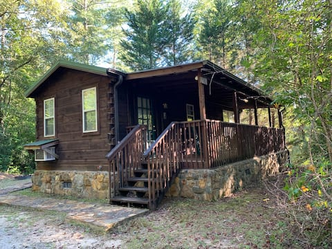 """""""Loblolly"""" Cabin central to everything outdoor"""