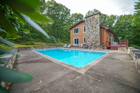 NEW! Lodge w/ Private Pool+Hot Tub+Firepit-3 acres