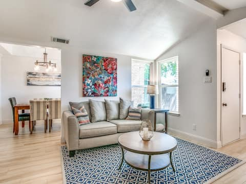 Modern townhouse 13 minutes from DFW Airport