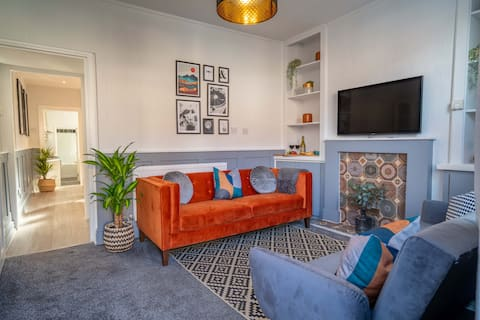 3 bed 3 bath townhouse - free Wi-fi and parking