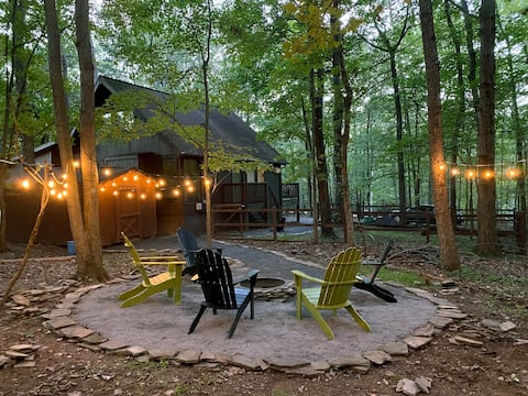 Acorn Acre luxury 3-bed A-frame cabin in the woods