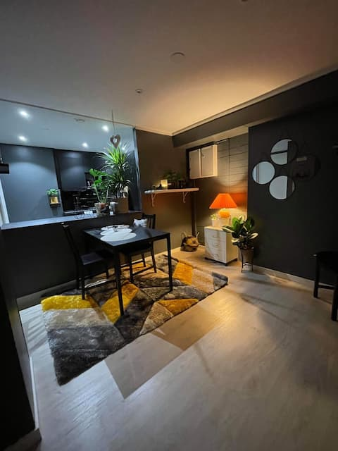 2 Bedroom, full kitchen and bath room