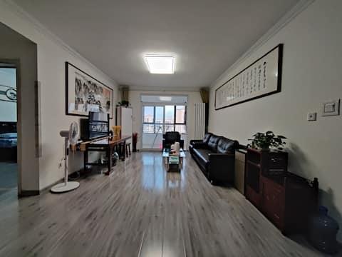 华山湖精品住宅145平三室两厅两卫双大床居家出行首选高速,高架,BRT,公交出行方便,提供商务车服务