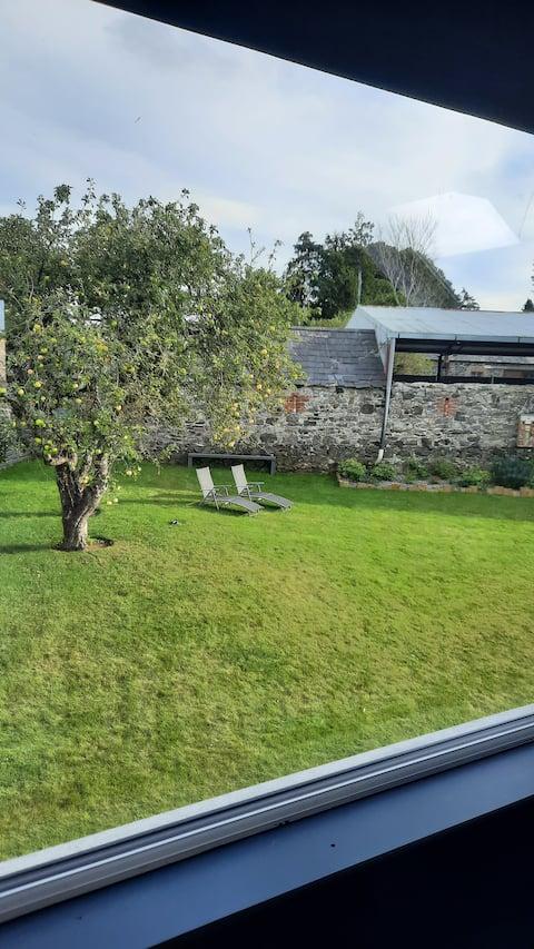 Bezaubernde Privatunterkunft mit großem Garten