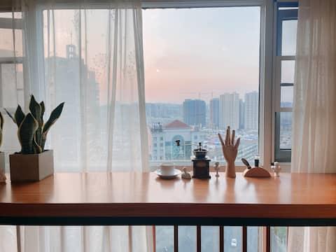 【Lib/文艺复兴】高层吧台|巨幕投影|落地窗|实木家具|近南塔公园|东江湖|高椅岭