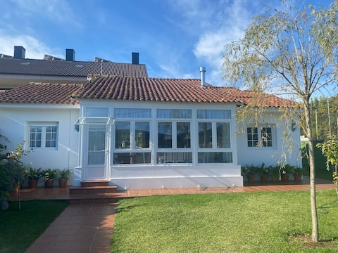 """PAZOAZÚ""  Charming house, close to the beach"