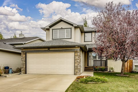 3 Bedroom Home with Garage in Airdrie