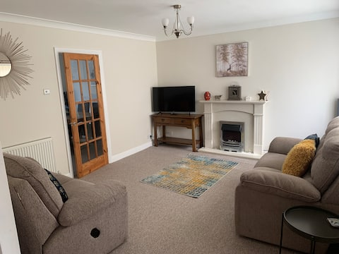 Cheerful 3 bedroom house in Yarm with garden