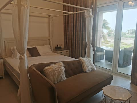 A studio Apartment with Sea & Pool View