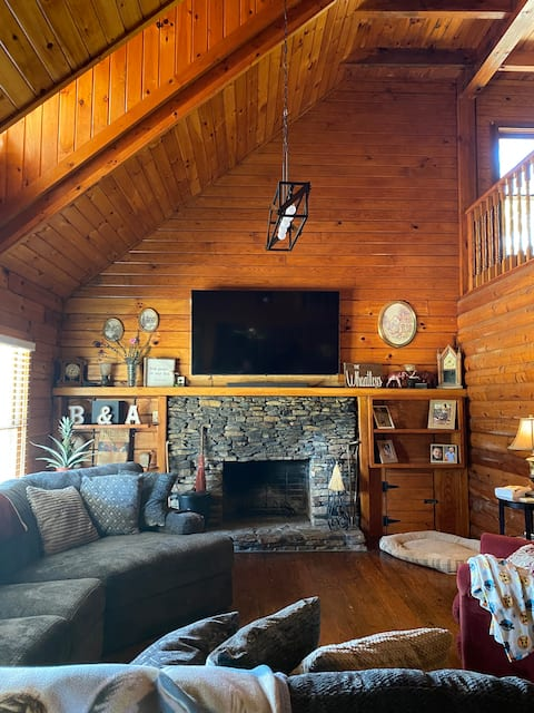 Get-a-way 3 bedroom cabin. Close to Neely Henry