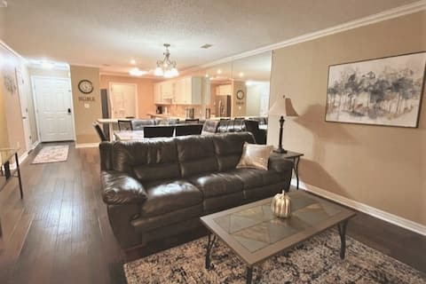 2 KING BEDS!!  Beautiful Pointe Royale Condo