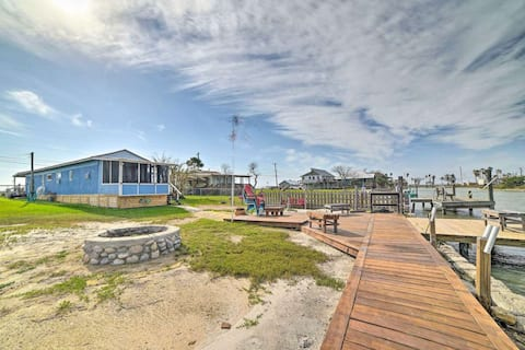Copano Bay Cottage w/Private Dock & Kayaks!
