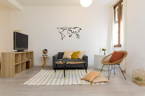Modern apartment in the heart of the old town!!!