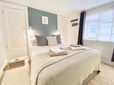 New in Oct 2021 Lovely cosy flat 40m from beach