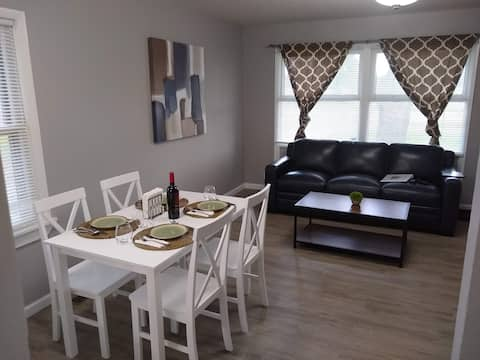 ❤Cozy, clean renovated home close to Notre Dame❤