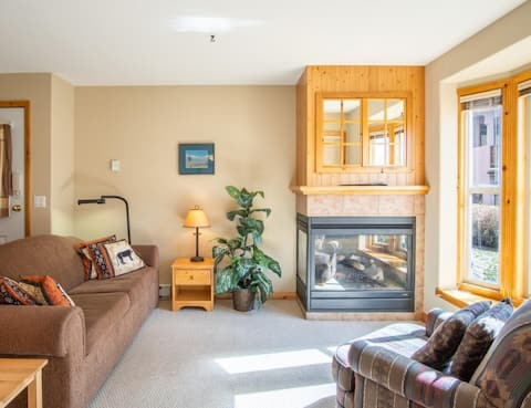 Lovely 1-bedroom ski-in and ski-out condo