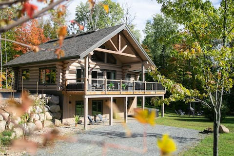 Luxurious & rustic log home near Mont Tremblant