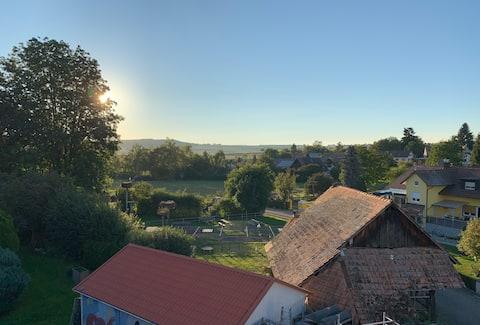Dachgeschoss mit schöner Aussicht im Storchendorf