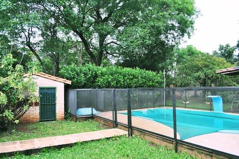 Casa de verano con piscina, quincho, patio