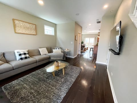 Modern Luxury 3 bd Home min. from NU & Lake Mich