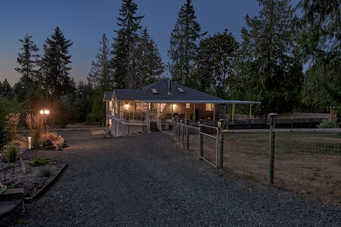 Evergreen Acres Suite -5 min drive to beach!
