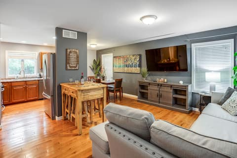 😎Comfy Suburb Home😎 w/ King Beds by Arpt/Dwnt/UofR