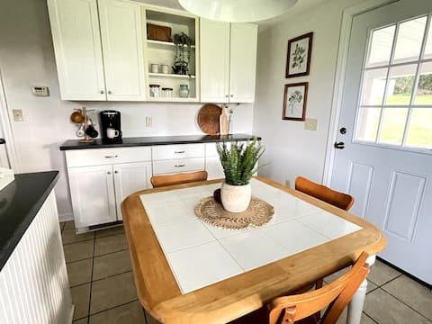 Cozy Cottage Vibes w/ Suburb & City Convenience