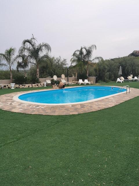 Etnadia, appartamento incantevole con piscina.