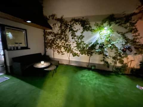Schöne Wohnung mit Weinkeller und kleinem Hof.