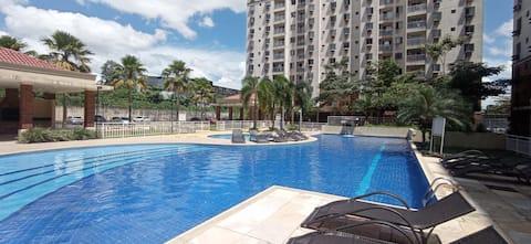 Apartamento em condomínio encantador com piscina