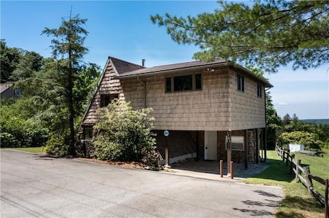 Cozy 4-bedroom chalet 5 minutes from Seven Springs