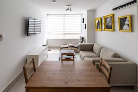 Designer Modern and Warm Apartment