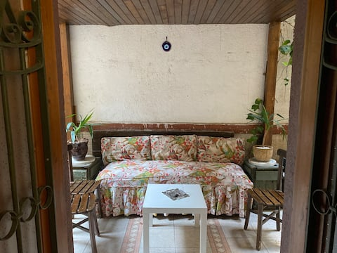 Tarihi bir deneyim yaşanacak bahçeli rahat bir ev