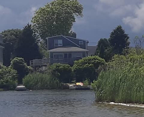 Water's Edge- 3 bed, 1.5 bath home with dock.