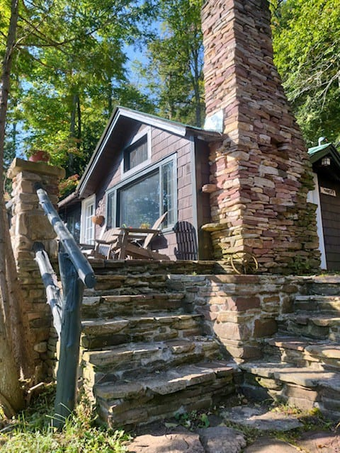 Cozy Cabin, porch and lake